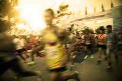 Het onduidelijke beeld van marathonagent op beginpunt begint met de concurrentie royalty-vrije stock foto