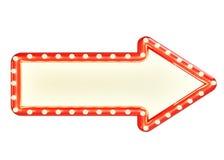 Het onechte omhoog rode teken van de marquepijl met lege ruimte die en gloeilampen, op witte achtergrond worden geïsoleerd Stock Afbeeldingen