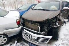 Het ongeval van de auto in de sneeuw Stock Foto