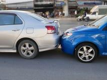 Het ongeval van de autoneerstorting op de weg, autoongeval voor verzekeringseis royalty-vrije stock foto's