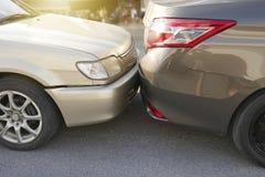 Het ongeval van de autoneerstorting op de weg, autoongeval voor verzekeringseis royalty-vrije stock fotografie