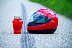 Het ongeval van de motorfiets. Het teken van de steunbalk op verkeer Stock Foto