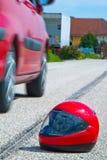 Het ongeval van de motorfiets. Het teken van de steunbalk op verkeer Stock Foto's