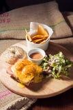 Het ongezuurde broodje van eierenbenedict Stock Foto's