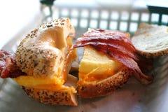 Het Ongezuurde broodje van het ontbijt Stock Foto's
