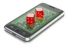 Het online het gokken concept met dobbelen en de crapslijst aangaande mobiel Royalty-vrije Stock Fotografie