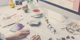 Het online het Winkelen Concept van de Bevorderingsshopaholic van de Verkoopkorting stock afbeeldingen