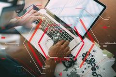 Het online Medische Concept van de Overzichtenevaluatie met computer halogram Royalty-vrije Stock Afbeeldingen
