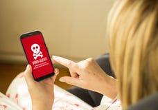 Het online virus van de technologievrouw Stock Foto's