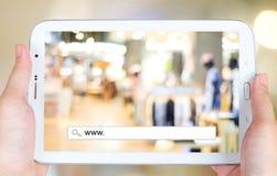 Het online winkelen op het tabletscherm, zaken, Elektronische handel Royalty-vrije Stock Afbeeldingen