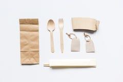 Het ontbijt haalt met document omhoog weg zakken op witte lijst achtergrond hoogste meningsspot Royalty-vrije Stock Afbeeldingen