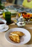 Het ontbijt met omfloerst Stock Foto's