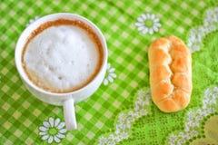 Het ontbijt van cappuccino's Royalty-vrije Stock Fotografie