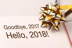 Het onthaal 2018 van vaarwel 2017 met decoratie Stock Afbeeldingen