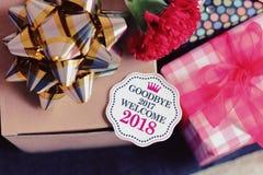 Het onthaal 2018 van vaarwel 2017 met gift Stock Afbeelding