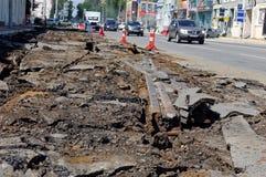 Het ontmantelen van oude tramsporen De Kirovskyweg, rostov-op-trekt, Rusland aan 2 augustus, 2016 Royalty-vrije Stock Afbeeldingen