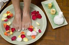 Het ontspannen aromatherapy kuuroord voor voeten stock fotografie