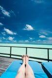 Het ontspannen bij de Oceaan Royalty-vrije Stock Afbeelding