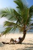Het ontspannen bij het strand stock foto's