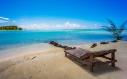 Het ontspannen bij het strand Stock Afbeeldingen