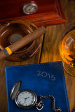 Het ontspannen Cubaanse sigaar na harde dag Royalty-vrije Stock Fotografie