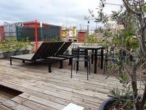 Het ontspannen daktuin in Spanje stock foto's