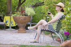 Het ontspannen in de tuin Stock Fotografie