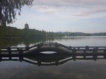 Het ontspannen door het hart van Hangzhou stock afbeeldingen