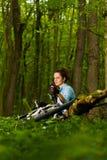 Het ontspannen in het hout Royalty-vrije Stock Afbeeldingen
