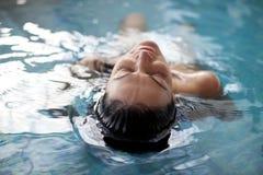 Het ontspannen in het water royalty-vrije stock afbeelding