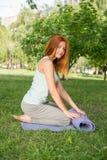 Het ontspannen met yoga Royalty-vrije Stock Fotografie