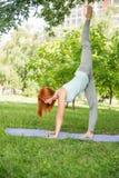 Het ontspannen met yoga Royalty-vrije Stock Foto