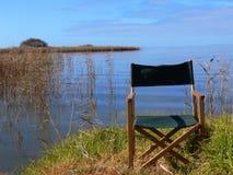 Het ontspannen oever van het meer royalty-vrije stock afbeelding