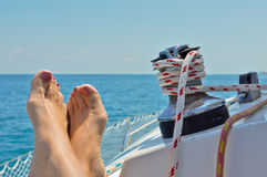 Het ontspannen op een Zeilboot Stock Fotografie