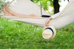 Het ontspannen op hangmat Royalty-vrije Stock Afbeelding