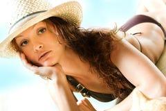 Het ontspannen op het strand Stock Afbeeldingen