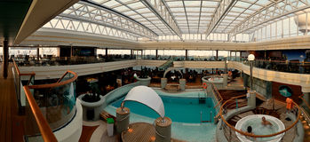 Het ontspannen op schip binnenpanorama Stock Foto