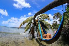 Het ontspannen over het water Stock Foto