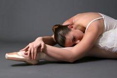 Het Ontspannen van de ballerina op Vloer #2 Royalty-vrije Stock Foto