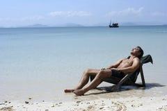 Het ontspannen van de mens Stock Foto