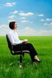 Het ontspannen van de onderneemster Stock Foto's