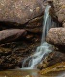 Het ontspannen waterval in aard royalty-vrije stock foto