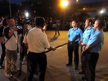 Het ontvangen nieuws bij het station van Tanjong Pagar KTM Stock Afbeeldingen