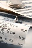 Het ontvangstbewijs dat van het contante geld het bestede geld illustreert Royalty-vrije Stock Afbeeldingen