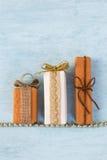 Het ontwerp van de giftdoos op blauwe achtergrond Royalty-vrije Stock Fotografie