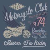 Het ontwerp van de t-shirttypografie, motorfietsvector, NYC-drukgrafiek, typografische vectorillustratie, de ruiters grafische de royalty-vrije illustratie