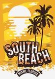 Het Ontwerp van de de Zomeraffiche van Miami Florida van het zuidenstrand met Palmenillustratie en een Zonsopgang op het Strand Royalty-vrije Stock Foto