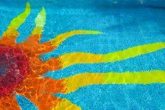 Het ontwerp van de zon in zwembad Stock Foto
