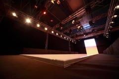 Het ontwerp van het plafond over podium Stock Foto