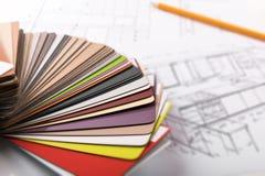 Het ontwerp van het keukenmeubilair - materiële steekproeven op projectschets royalty-vrije stock afbeelding